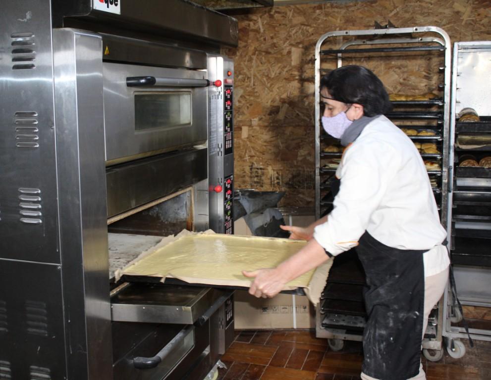 El horno a gas es utilizado para pastelería en Lasagna.
