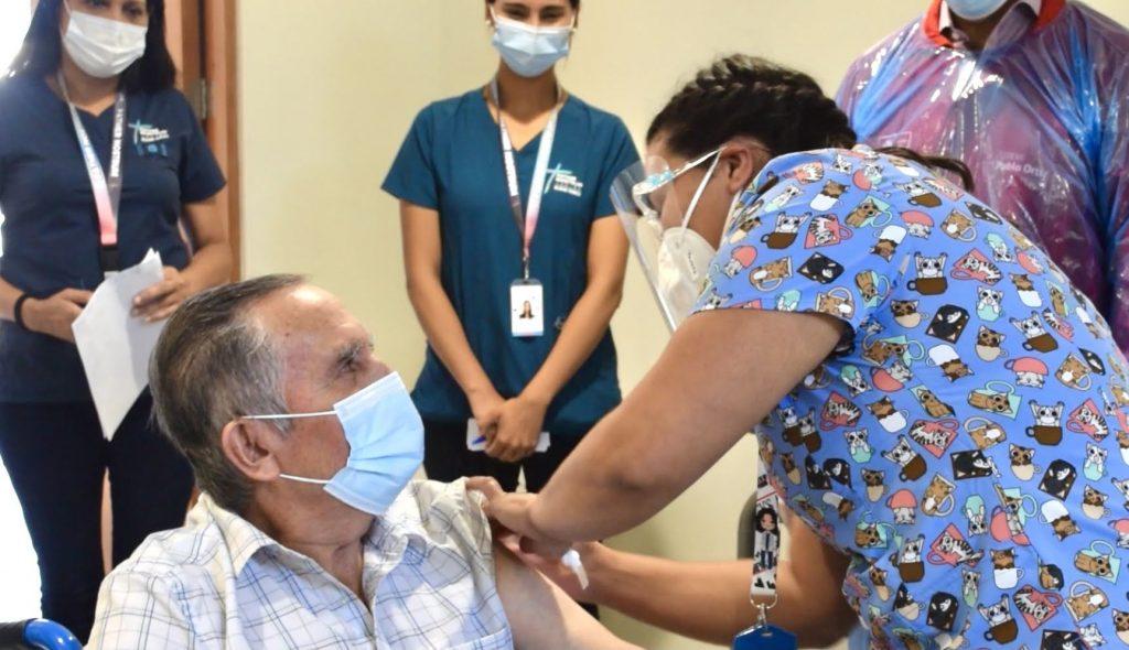 Fotos Vacunación Adultos mayores